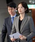 기자회견장 들어서는 고민정·윤건영