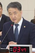코로나19 관련 보고하는 박능후 장관