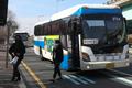 열화상카메라 없는 중간 정류소서 정차하는 버스