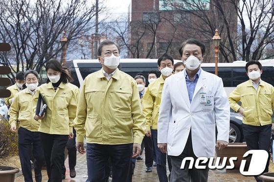 문재인 대통령, 대구의료원 찾아 현장점검