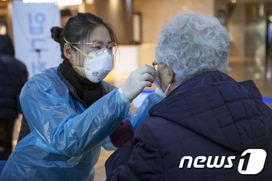 서울의료원 \'마스크 착용은 이렇게\'