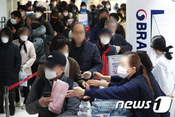 코로나19 확산 여파 마스크 구매 열기