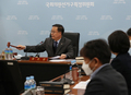 의사봉 두드리는 김세환 선거구획정위원장