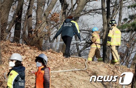 인천 연경산 화재 진압중