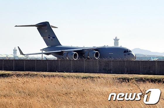 인천공항에 출현한 나토 수송기