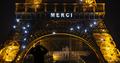 """파리 에펠탑, 의료진 등에 """"메르시(Merci)"""" 메시지"""