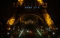 """파리 에펠탑, """"STAY AT HOME"""" 메시지 전달"""