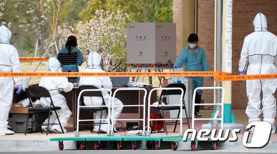 코로나19 환자도 투표 참여...'이것이 대한민국 민주주의 수준'