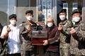 참전용사에 홍삼세트 선물하는 육군 3군단