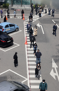 주차장 둘러싼 사전투표행렬