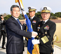 해군기 이양하는 정경두 국방부 장관