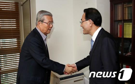 김종인, 통합당 비대위원장 수락…\