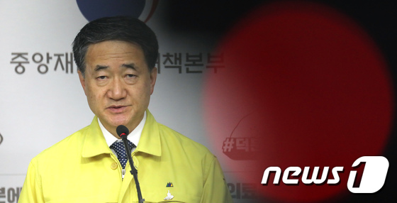 박능후 장관 \'수도권 지역 2주간 방역 강화 실시\'