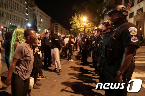 美 경찰을 향한 외침