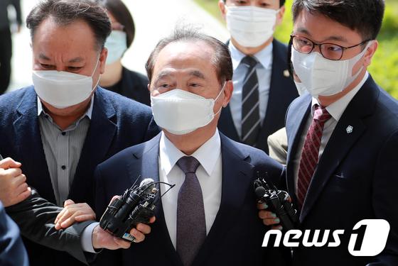`강제추행 혐의` 오거돈 전 부산시장 영장실질심사 출석