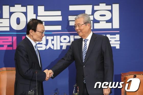 '32년 악연' 이해찬·김종인 회동…웃고는 있지만