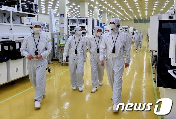 반도체·디스플레이 제조장비 사업 점검나선 이재용 부회장