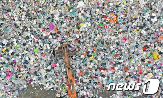 \'환경의날 D-1\' 산더미처럼 쌓인 폐플라스틱
