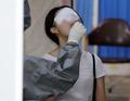코로나19 검체 검사 받는 시민들