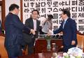 인사 나누는 박병석 의장과 김태년·주호영