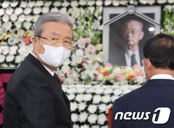 故 백선엽 장군 빈소 조문하는 김종인 비대위원장