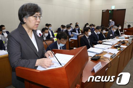 국회 보건복지위원회 참석한 정은경 본부장