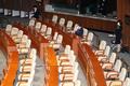 의사진행발언 위해 홀로 본회의 참석한 이종배 정책위의장