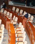 의사진행발언 위해 홀로 본회의 참석한 이종배 통합당 정책위의장
