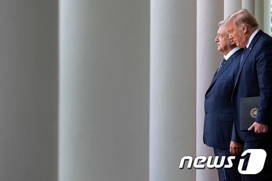[사진] 기자회견 도착하는 트럼프와 멕시코 대통령