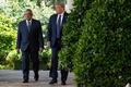[사진]  기자회견하러가는 트럼프와 멕시코 대통령