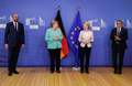 [사진] 나란히 선 메르켈과 EU 지도부
