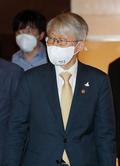 코로나19 치료제 개발 회의 참석하는 최기영 장관