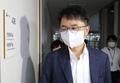 전원회의장 들어가는 박준식 최저임금위 위원장