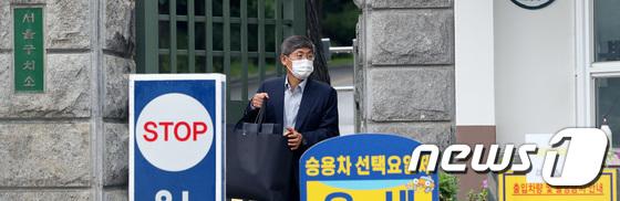 서울구치소 나서는 이상훈 전 삼성전자 의장