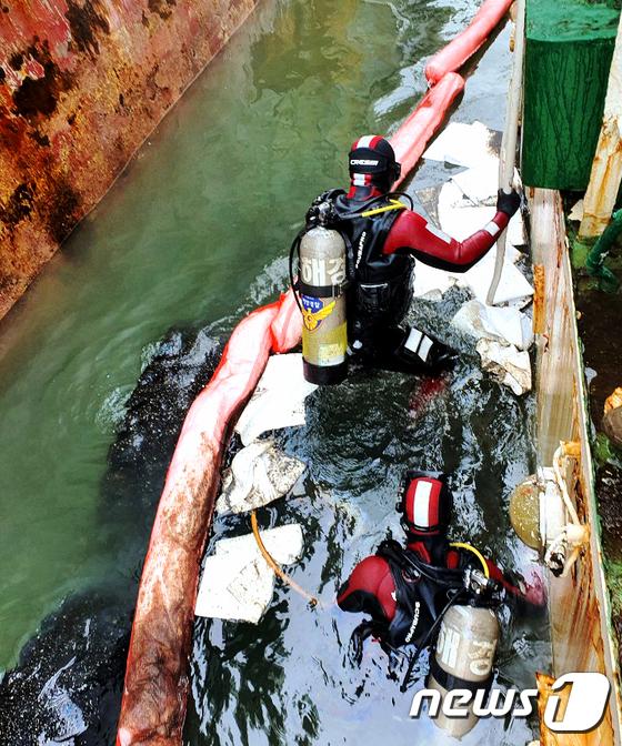 인천 해상서 140톤급 예인선 침수 후 기름 유출