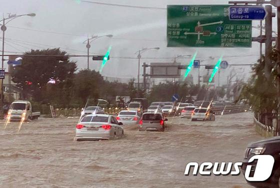 폭우로 잠긴 양주 도로