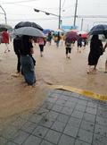 폭우로 물에 잠긴 퇴근길