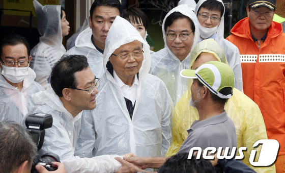 하동 수해 주민 위로하는 김종인·주호영