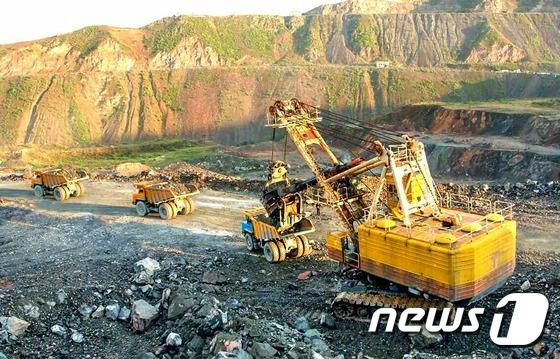 철정광 생산 중인 북한 무산광산연합기업소