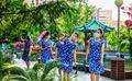 공원화된 공장에서 휴식 취하는 북한 노동자들