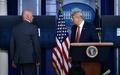[사진] 백악관 밖 총소리에 브리핑 중단한 트럼프