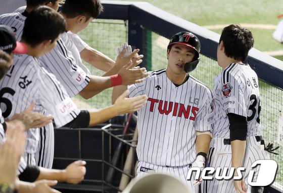 '프로 데뷔 첫 홈런' 장준원 '팀 패배에 굳은 표정'