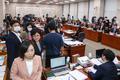 국회 법사위 집단 퇴장하는 미래통합당 의원들