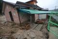 폭우에 주저앉은 주택