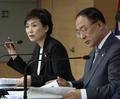 취재진 질문 받는 김현미 장관