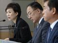 취재진 질문에 답변하는 김현미 장관