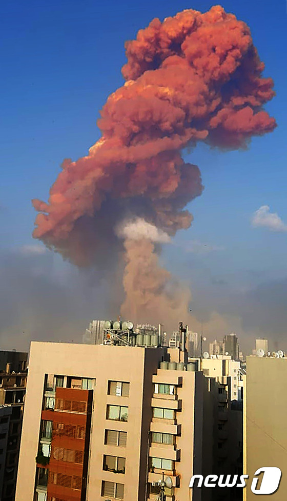 [사진] 대규모 폭발사고에 화염 치솟는 베이루트