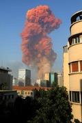 [사진] 거대한 화염 기둥 치솟는 베이루트