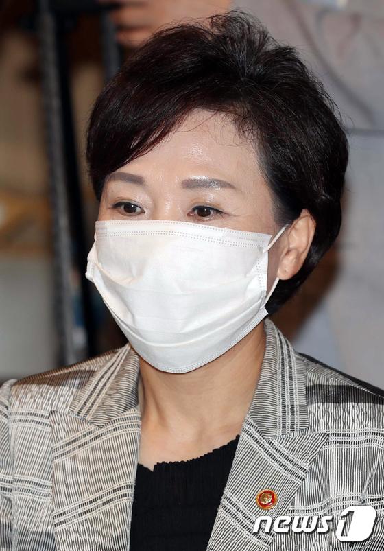 생각에 잠긴 김현미 장관