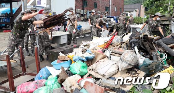 철원 생창리 침수 피해 복구작업 나선 군 장병들